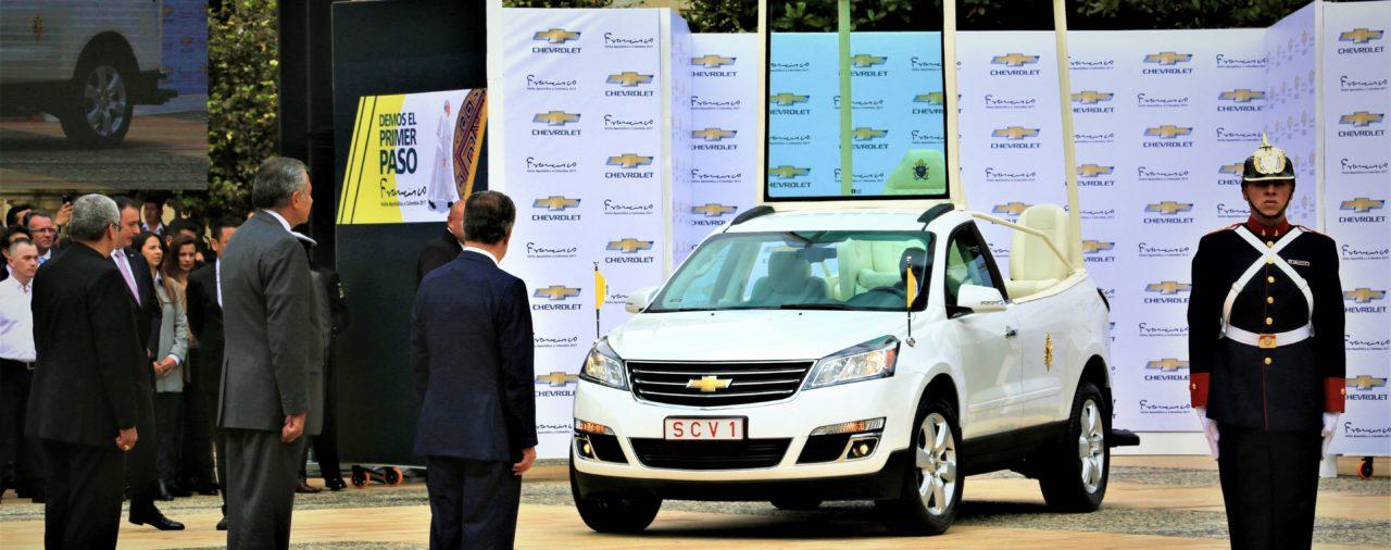 Chevrolet realizó la entrega oficial de los papamóviles para el viaje apostólico de Francisco a Colombia