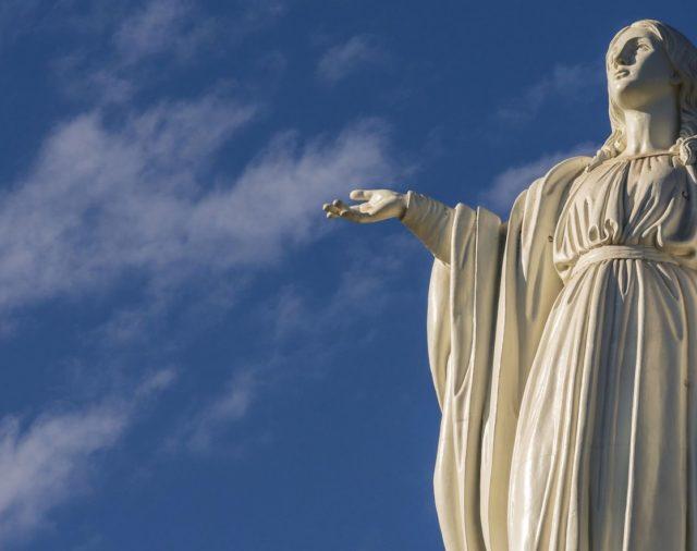 Agosto 22 | Santísima Virgen María