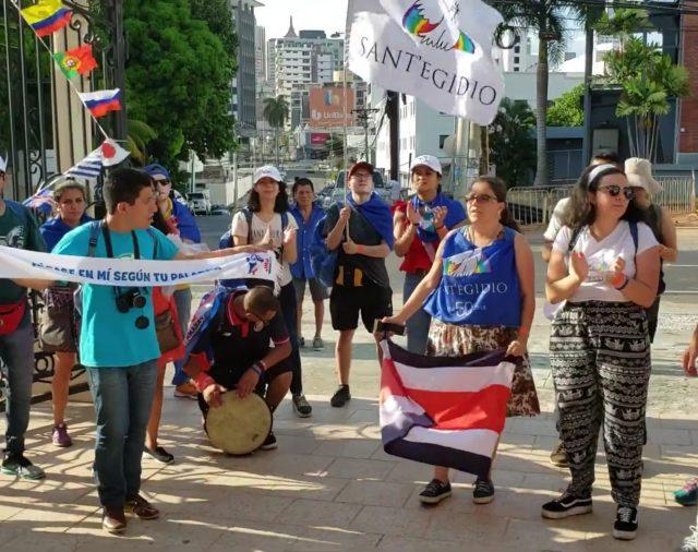 11. VIDEO | PEREGRINOS DE LA COMUNIDAD SAN IGIDIO VISITANDO EL SANTUARIO NACIONAL